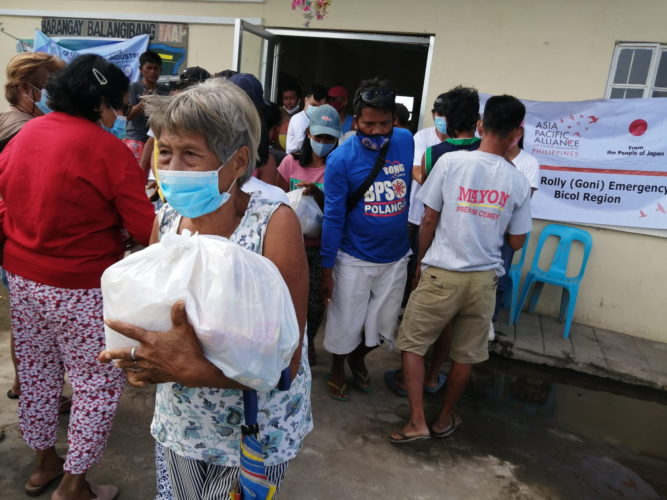 ST Goni survivors receive aid in Bicol